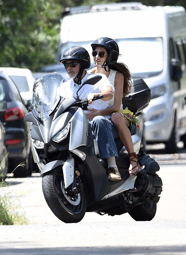 George-Clooney39s-scooter-e1